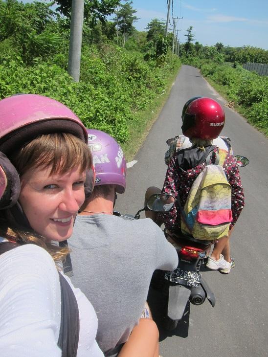 Арендовать мопед на Бали проще, чем обгореть.