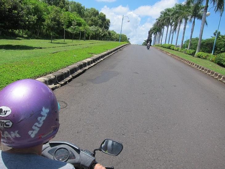 Следующий пляж - соседний Dream Land. Это я так понял крутое место. По крайней мере дорога здесь наверно самая лучшая на Бали и при этом самая пустая.