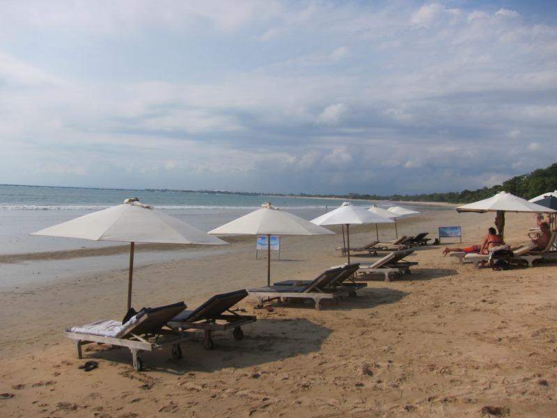 А вот и пляж Джимбаран. Он кстати недалеко от Куты.