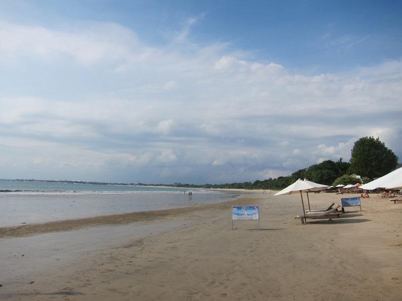 И это видно, пляжи похожи. Оба очень большие и широкие.