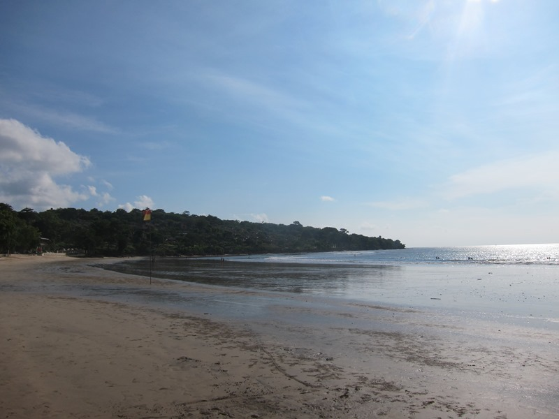 Широкий пляж Джимбаран.