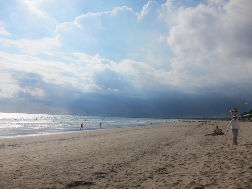 """А вот и сам """"страшный и ужасный"""" пляж Куты."""