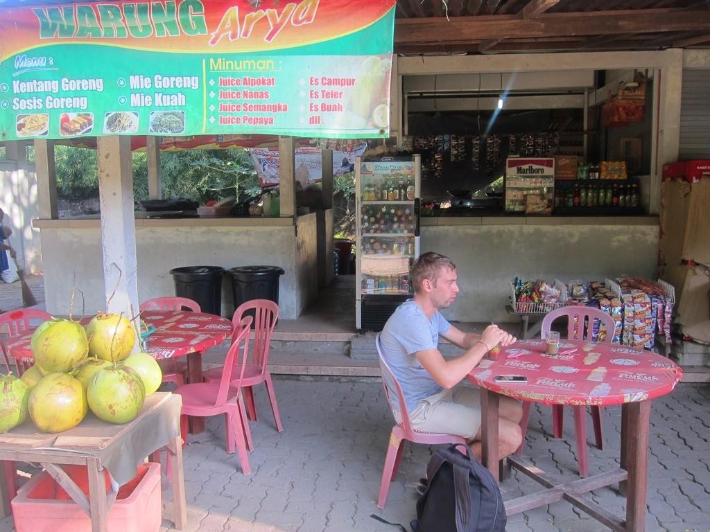 Лучше бы еще раз здесь поели, где завтракали утром. В 4 раза меньше денег оставили.