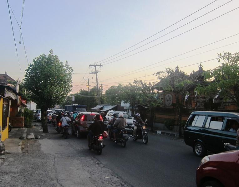 На дорогах Бали пробки  - понятие повсеместное.