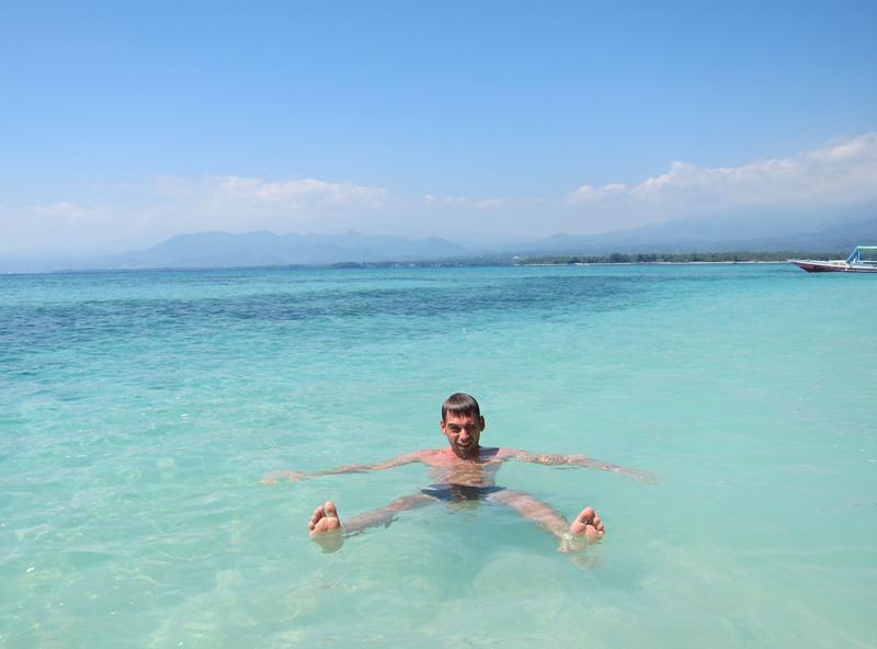 Я в бирюзовом море.
