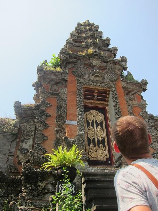 Храм по пути к Babi Guling