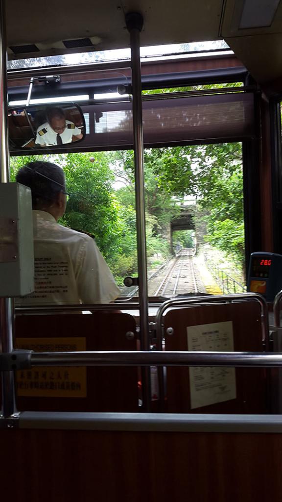 10 минут пути по указателям и мы уже в легендарном трамвайчике