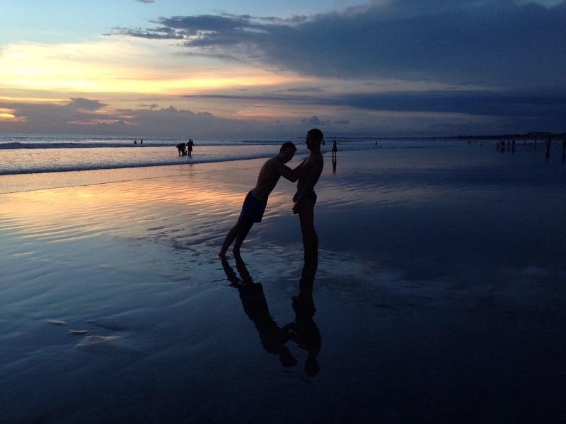 И закапывание в песок.