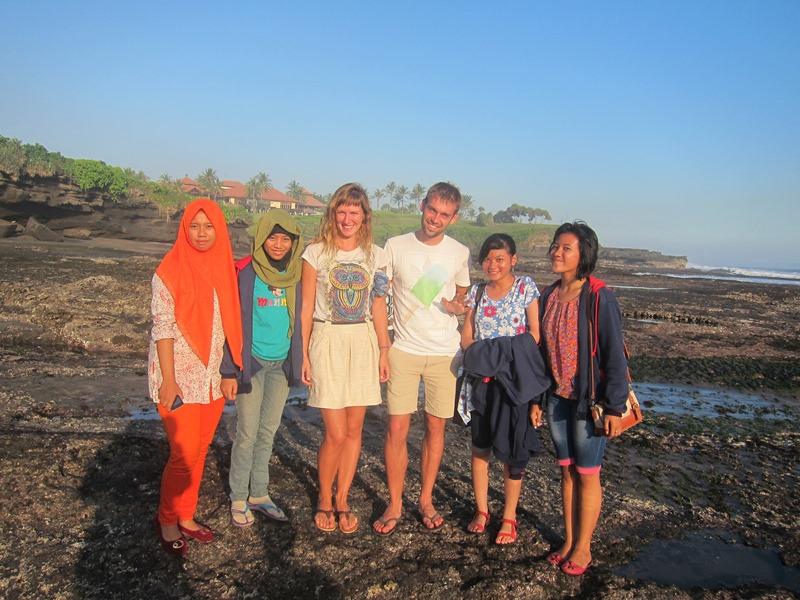 Мы будем вспоминать веселых индонезийцев, постоянно нападавших на нас с просьбой о фото.