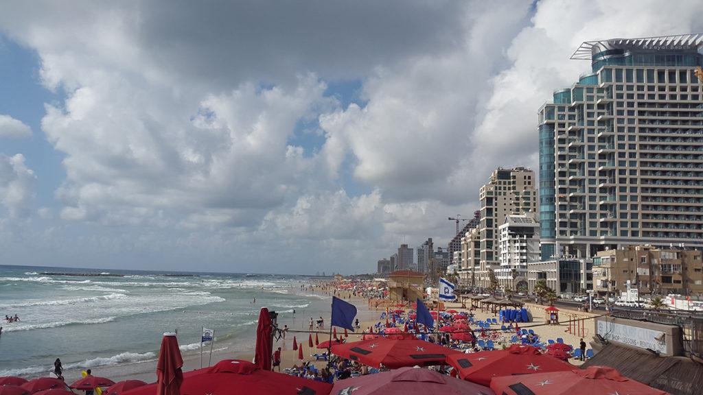 Пляж Тель Авива - самый оборудованный из всех, что я видел. В этом плане с ним ооочень сложно сравниться.
