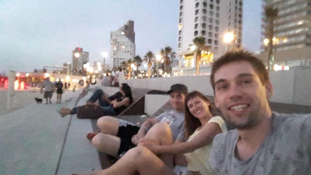 И всегда мы стремились на пляж, где проводили незабываемые вечера